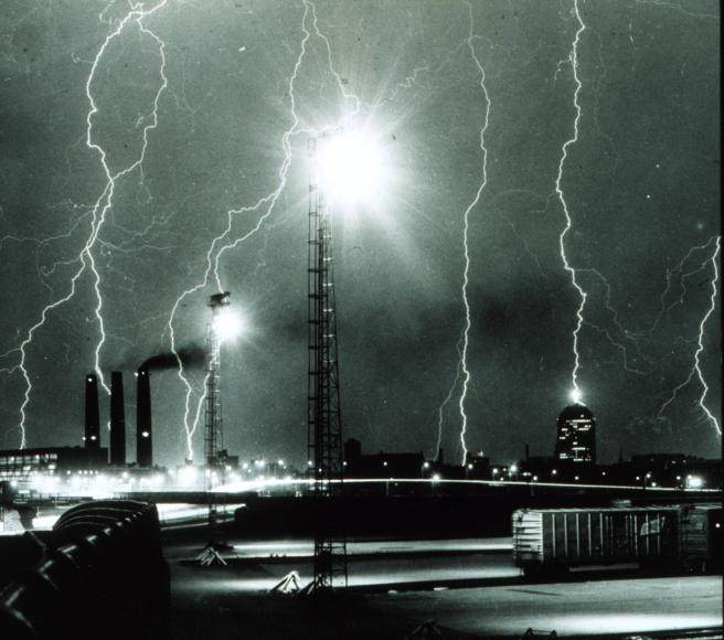 Lightning_storm_over_Boston_-_NOAA (3)