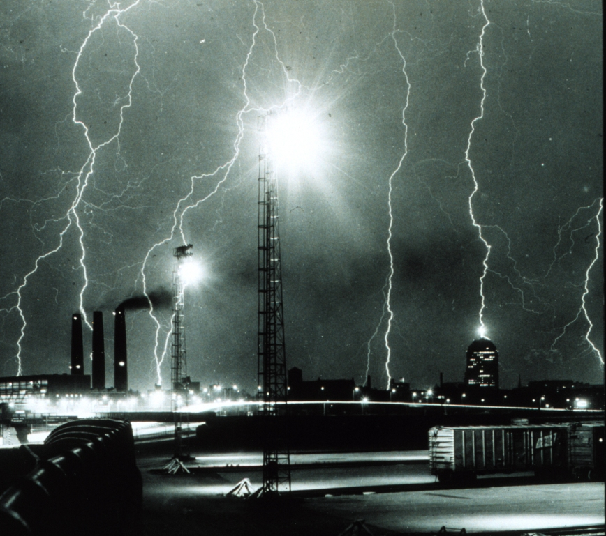 Lightning_storm_over_Boston_-_NOAA (3)